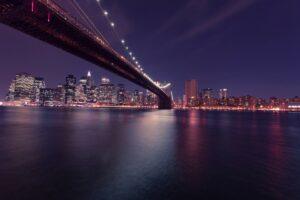 Foto de un Puente en la Noche